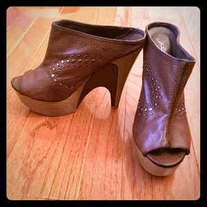 Shoes - Clog boots